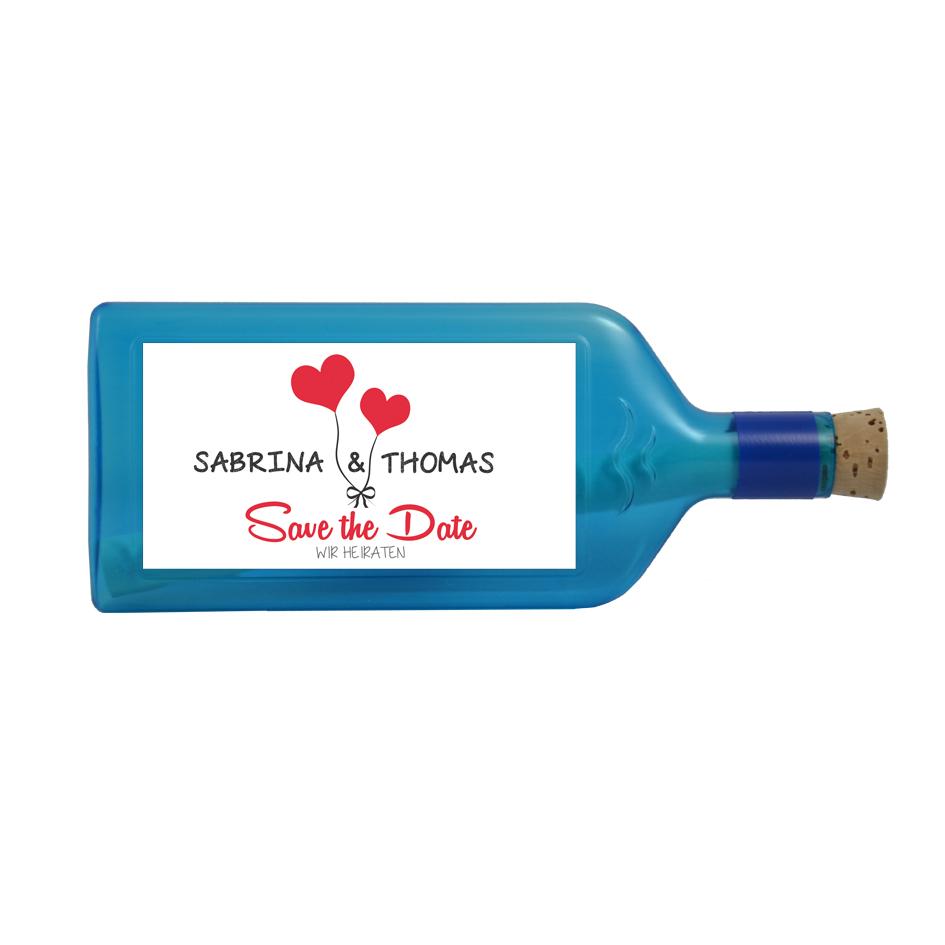 """Blaue Flasche mit einem personalisierten Sujet """"Save the Date"""""""